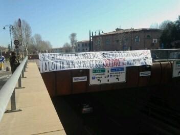 """Sottopassaggio della Fortezza (""""Se chi lotta è delinquente siamo tutti criminali! La lotta non si processa! Solidarietà agli imputati del 4 Maggio/13Giugno"""""""